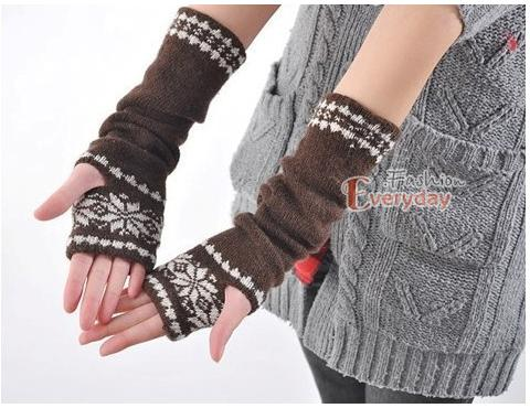 Crochet Pattern: Striping Shells Fingerless Gloves
