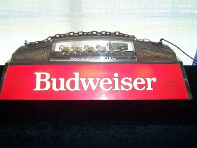 vintage budweiser pool table light with clydesdales team wagon works. Black Bedroom Furniture Sets. Home Design Ideas