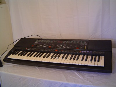 Yamaha PSR 500 Electronic Keyboard w Original Power Adapter