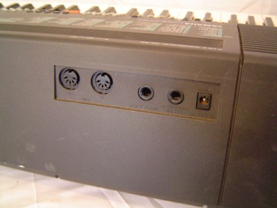 Yamaha PSR 500 Electronic Keyboard w Original Power Adapter