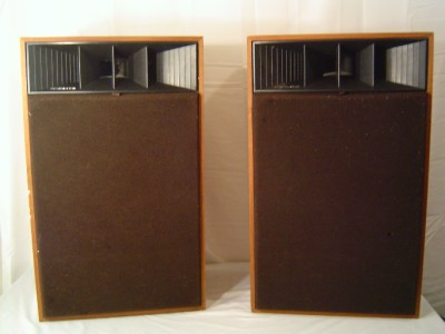Realistic Mach One Speaker http://www.ebay.com/itm/Realistic-by-Radio-Shack-Mach-1-Floor-Speakers-40-4024A-Mach-One-/160911748868