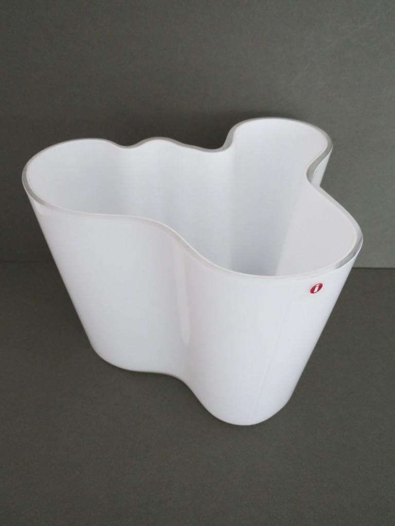 vintage iittala finland white glass vase by alvar aalto. Black Bedroom Furniture Sets. Home Design Ideas