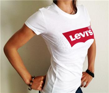 new levis womens levis t shirt tee white dk red levis logo. Black Bedroom Furniture Sets. Home Design Ideas
