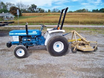 FORD 1710 DIESEL COMPACT UTILITY TRACTOR W/ MOWER P/S