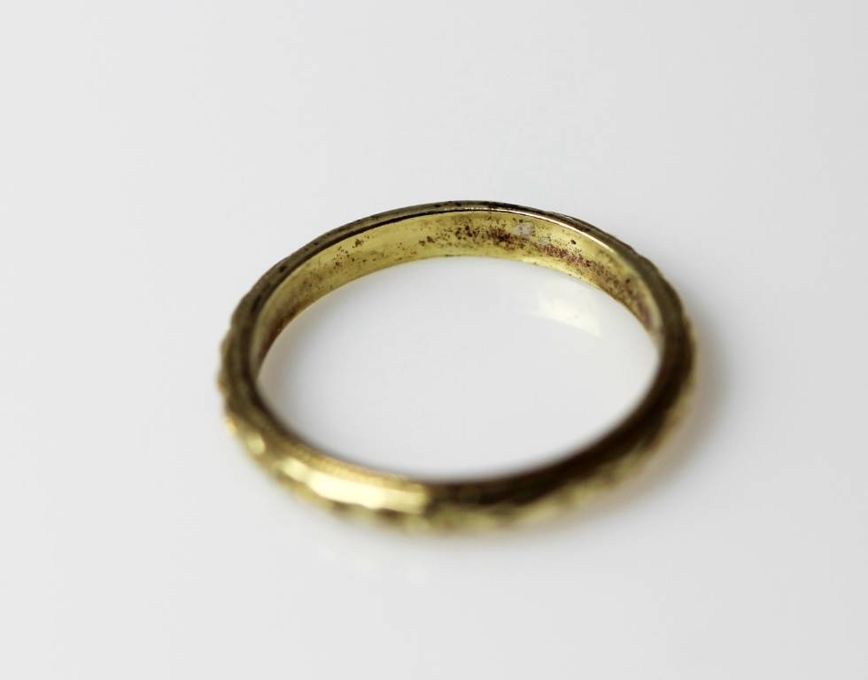 10kt gold baby rings with three small hearts and a polished band. Baby jewelry. Size 1.
