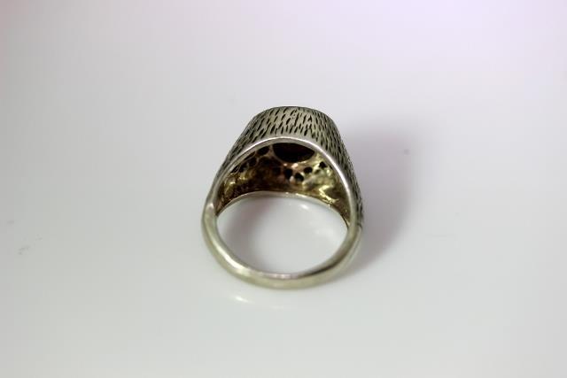 sterling silver garnet eyeball looking ring size 9 5