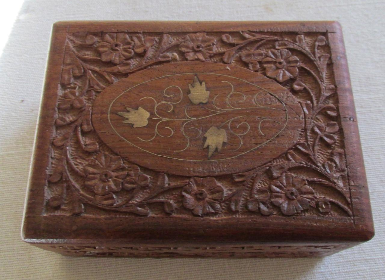 Vintage-hand-carved-jewellery-box-with-brass-inlay-Indian-15-x-11-x-6-5cm-Gift