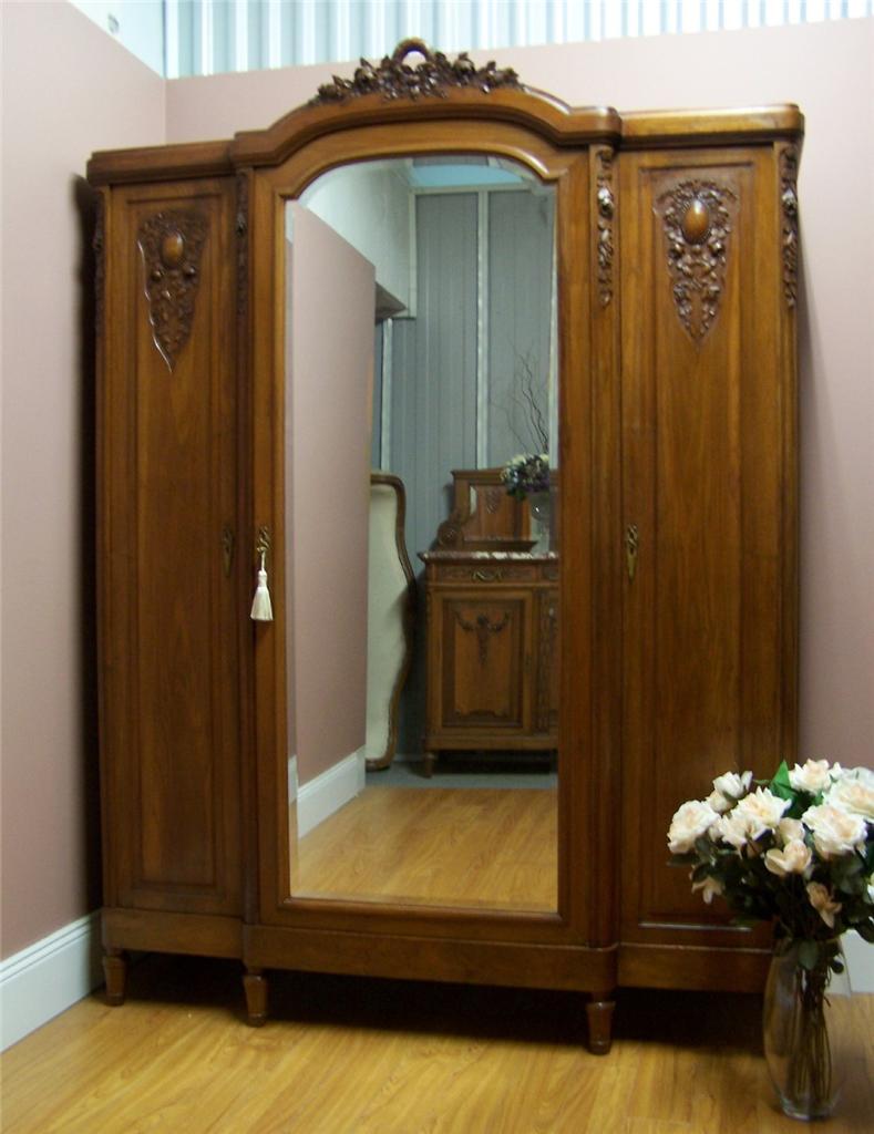 Antique French ART Deco Walnut 3 Door Wardrobe Linen Cabinet Armoire CIRCA192 -> Deco Armoire Métallique Vintage