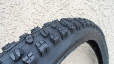 26 x 2.50 Mountain Bike Tires & Tubes Heavy Duty DownHill ...