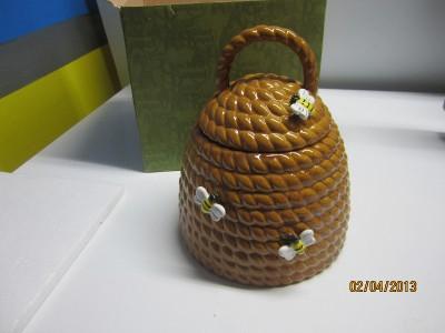 Cracker barrel ceramic beehive cookie jar life is a garden dig it honey bees ebay - Beehive cookie jar ...