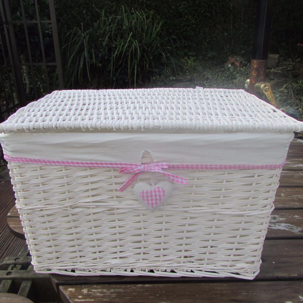 pink gingham heart white wicker hamper basket with lid linen storage rectangular. Black Bedroom Furniture Sets. Home Design Ideas