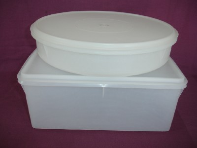 Large Tupperware Cake Carrier
