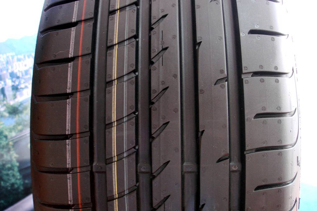 NEW-245-40r19-98Y-GOODYEAR-Eagle-F1-Asym-2-245-40-19-HOLDEN-NISSAN-BMW-TYRES