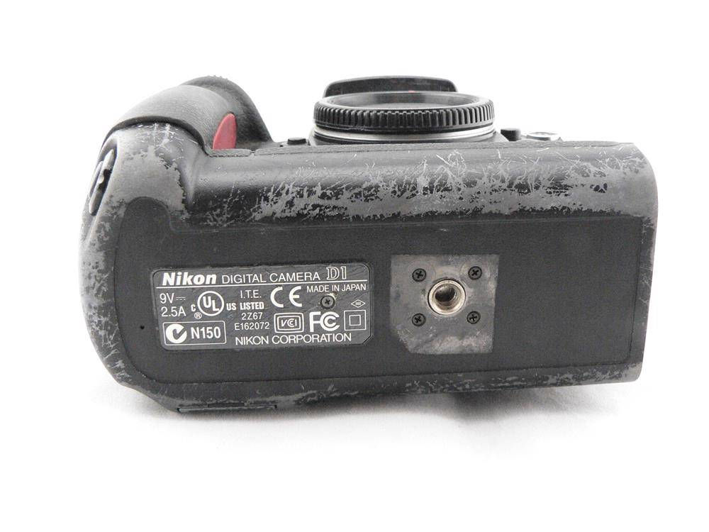 Nikon D1- BODY ONLY,NO BATTERY NO CHARGER TESTED, see sample ...
