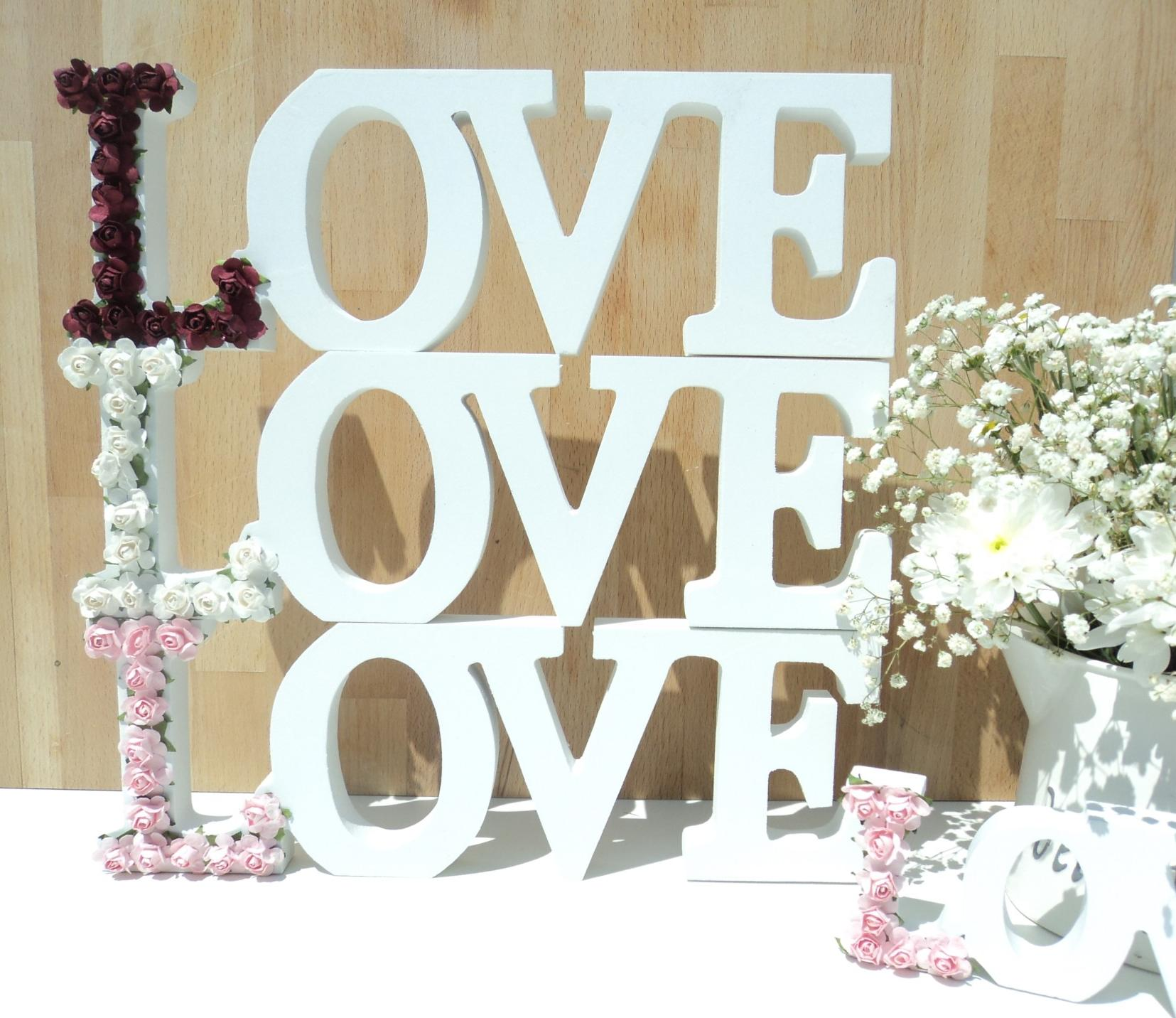 White wooden love letters delicate flowers love words for Decoration 5 letters