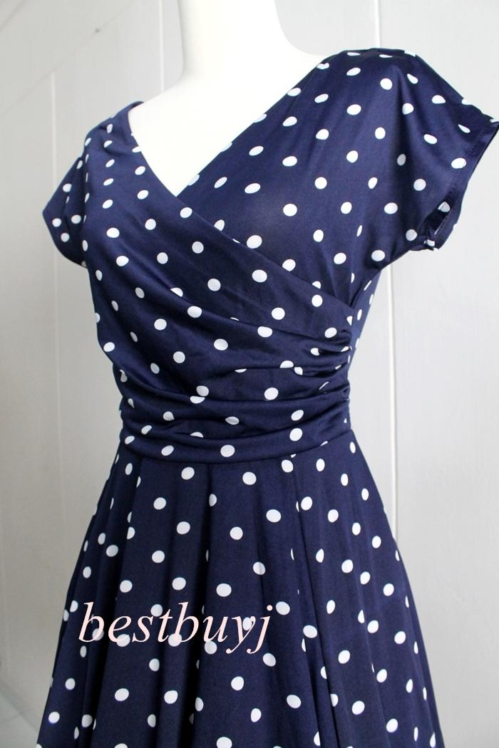 Old Navy women's size medium dark blue & green polka dot style dress % Polyester. - 40 inch bust - 36 inch shoulder to hem Pet friendly, I ship Within 48 hours of payment, normally sooner. OLD NAVY WHITE AND BLUE POLKA DOT DRESS SIZE SMALL.