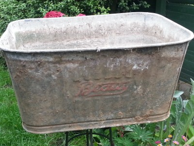 Old galvinised metal tin zinc tub planter trough for Tin tub planters