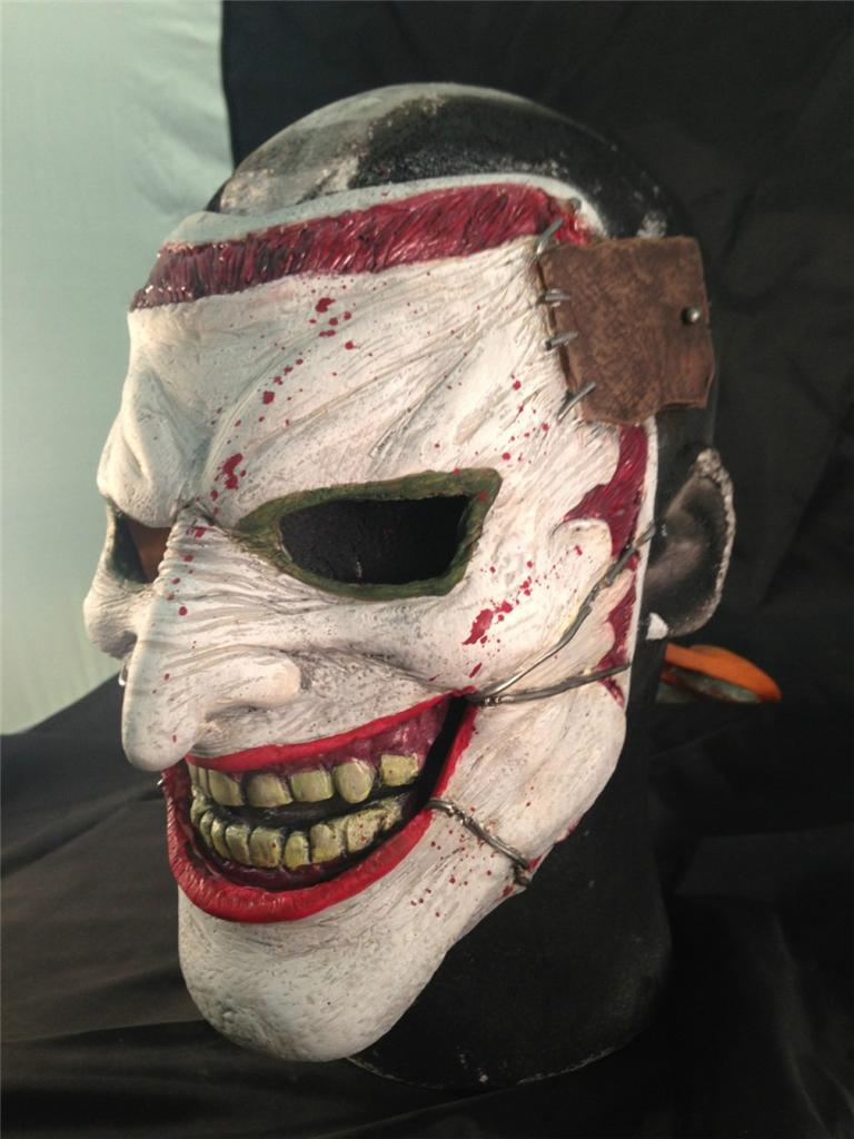 the joker new 52 mask