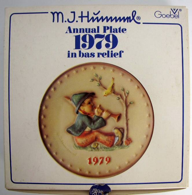 H08 hummel hum 272 singing lesson 1979 annual plate for A href text decoration