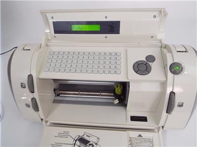 Cricut personal cutter die cutting machine provo craft for Die cutting machines for crafts