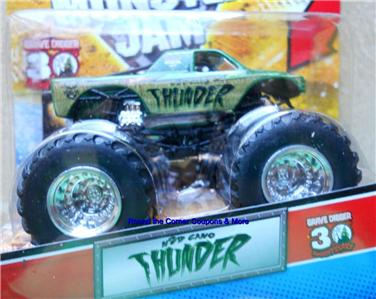 2012 Hot Wheels Monster Jam M2D Camo Thunder NEW 164 with Topps