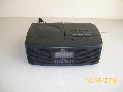 Sony ICF CD810 Alarm Clock Radio CD Player In good working and