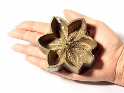 Vintage collectible press mold jewelry leather plaster wax for Metal stamping press for jewelry