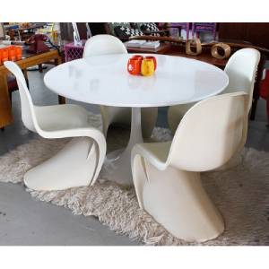 Merveilleux This Listing Consist Of One 42u201d Eero And Saarinen Marble Table And 4 Panton  S Chairs. It Is An Elegant Set That Is Already Pre Designed And Inspired By  The ...