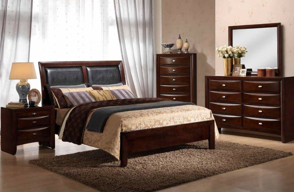 Traditional 5 Piece Bedroom Set With Upholstered Headboard