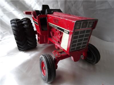 Vintage Diecast Red Tractor International 1586 Farmers