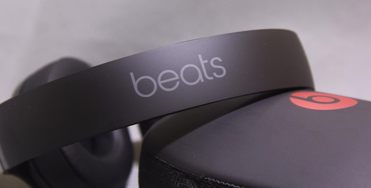 Wireless headphones beats black - black wireless ios earphones