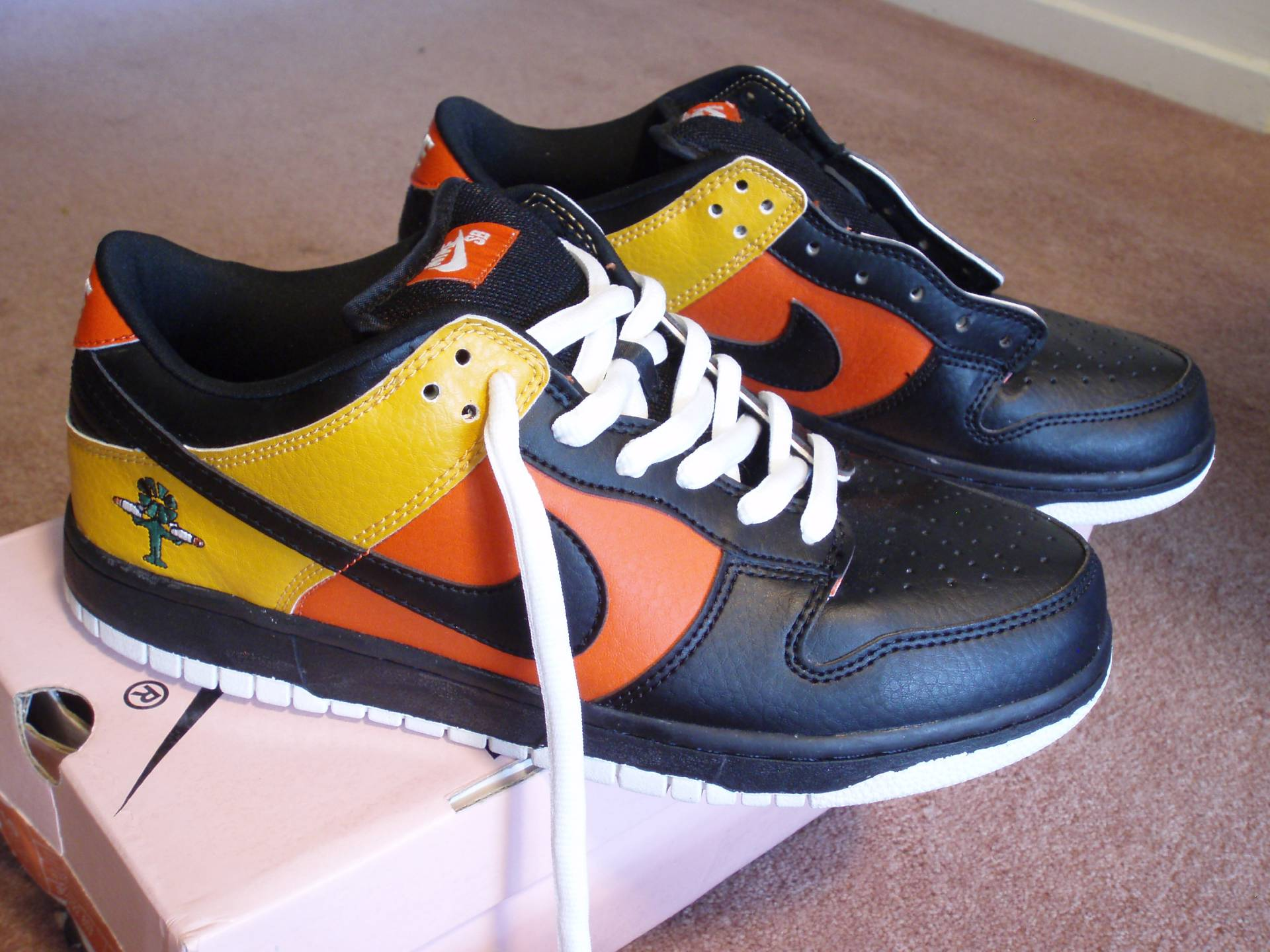 Nike-Dunk-Low-Pro-SB-SZ-10-US-Leather-RAYGUN-Never-worn-from-2005