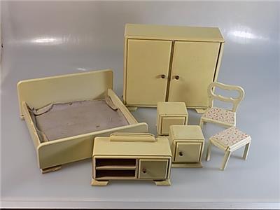 konvolut original antike schlafzimmer m bel puppenstube holz 7 teile 20 jhd ebay. Black Bedroom Furniture Sets. Home Design Ideas