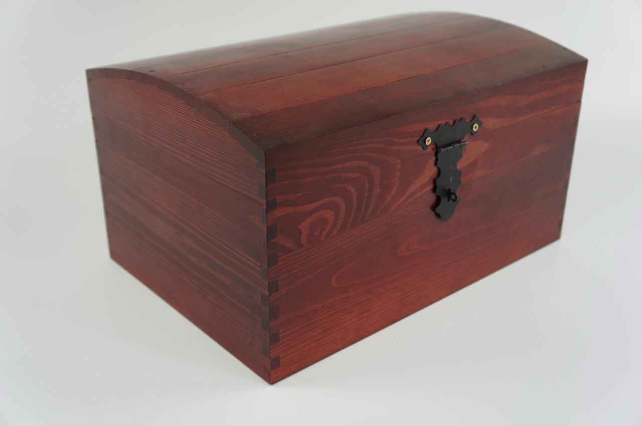 lacquered x large treasure chest wooden box memorytrinket. Black Bedroom Furniture Sets. Home Design Ideas
