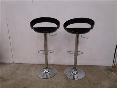d2032 pair chrome black breakfast bar stools