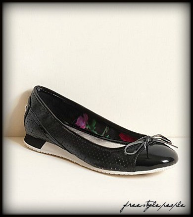 NWB-New-GUESS-Black-Multi-VIKORIA-Patent-Bowtie-Sneakers-Shoes-Flats