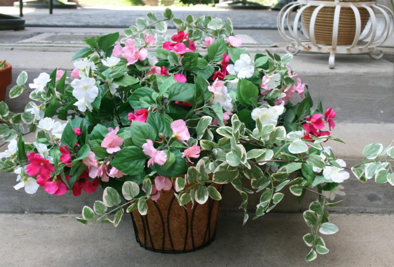 Hanging Flower Baskets With Lights : Bethlehem lights battery impatiens hanging basket timer