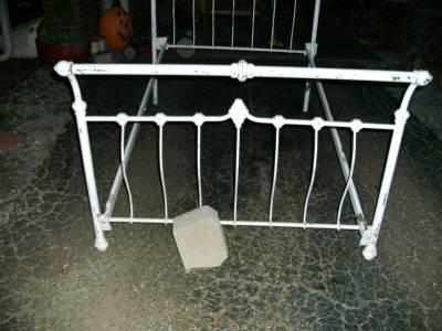antique white metal cast iron sleigh bed frame full size w rails ebay. Black Bedroom Furniture Sets. Home Design Ideas