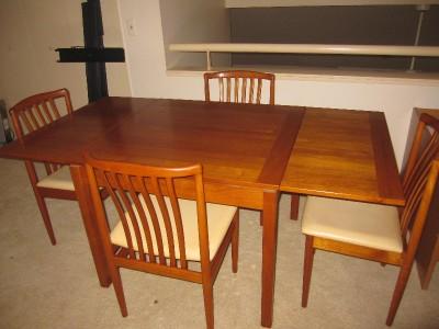 Century Danish Modern Oval Teak Dining Extendible Tablechairs