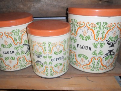 VINTAGE CANNISTER SET #1BREAD BOXCAKE PANFLOUR , SUGAR, COFFEE