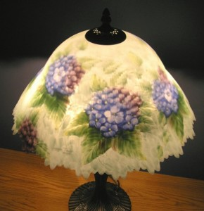 Dale tiffany reverse hand painted hydrangea table lamp for Glynda turley painting