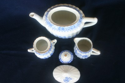schumann arzberg teapot sugar bowl creamer china blue tea. Black Bedroom Furniture Sets. Home Design Ideas