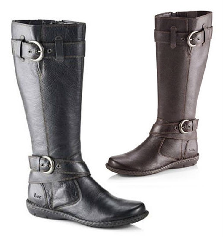 The Philip Riding boots are one of those riding boots that are creatively made out of the need to express comfort in riders. It is made of leather and a soft vintage around. It also has a smooth leather lining that takes care of your toes.