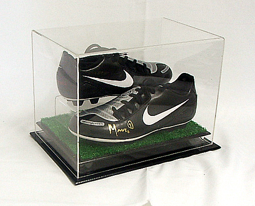 DELUXE-DOUBLE-BOOT-SHOE-DISPLAY-CASE-WITH-GRASS-BASE