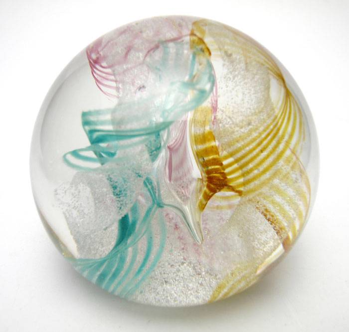 VINTAGE-CAITHNESS-SCOTLAND-DAYDREAMS-ART-GLASS-PAPERWEIGHT-SIGNED-CIIG