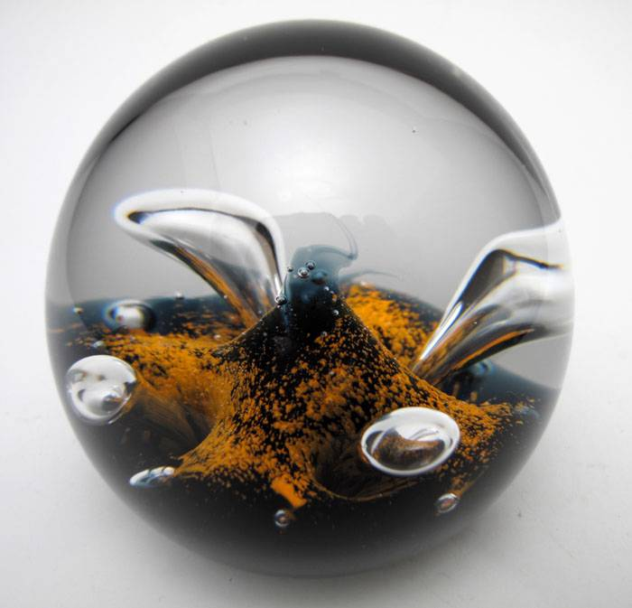 STUNNING-VINTAGE-CAITHNESS-SCOTLAND-MOONFLOWER-ART-GLASS-PAPERWEIGHT-SIGNED