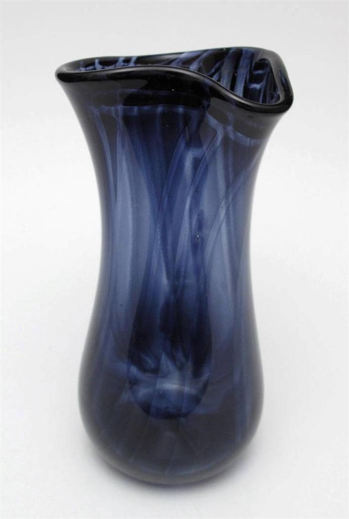EXCEPTIONALLY-FINE-SIGNED-JOHN-WALSH-83-AUSTRALIAN-STUDIO-ART-GLASS-VASE