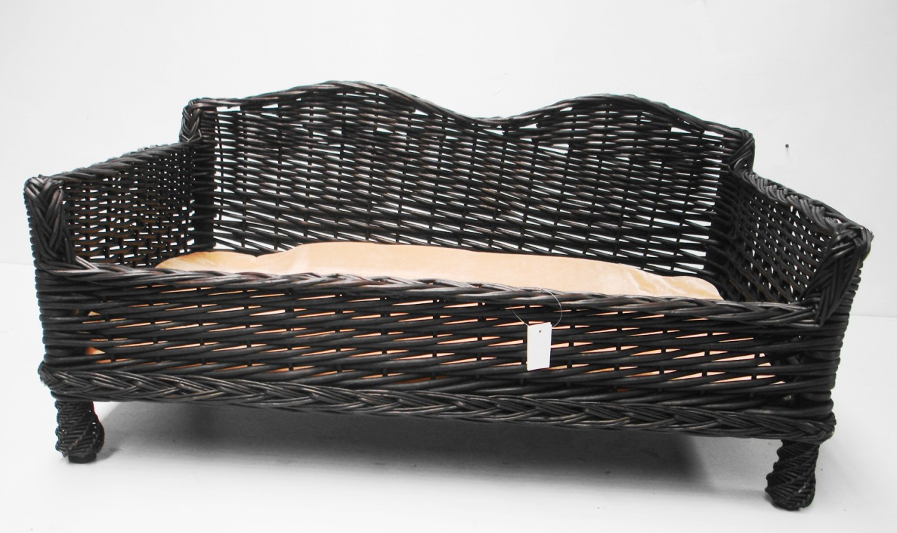 giant huge big xl wicker willow pet bed basket sofa couch with padded cushion. Black Bedroom Furniture Sets. Home Design Ideas