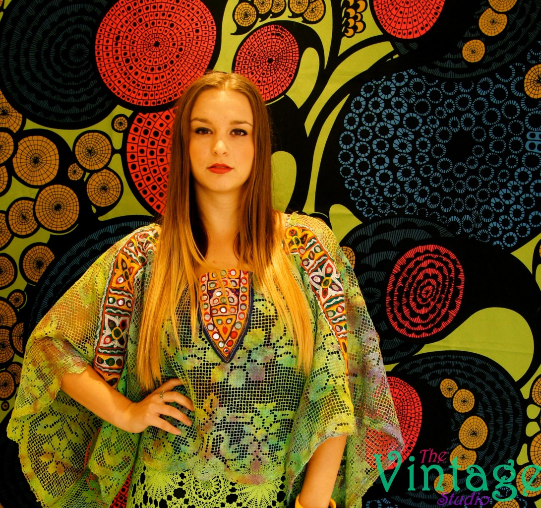 Vintage-CROCHET-Lace-TRIBAL-Mirror-GODDESS-Kimono-BOHO-INDIE-Maxi-Dress-M-L