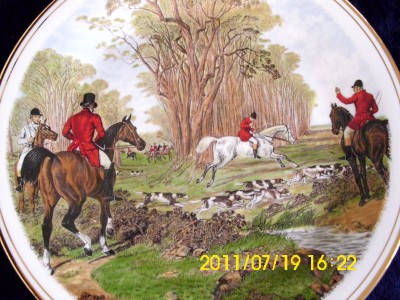 EDWARDIAN CHINA PLATE THE FAMOUS HERRING HUNTING SCENE